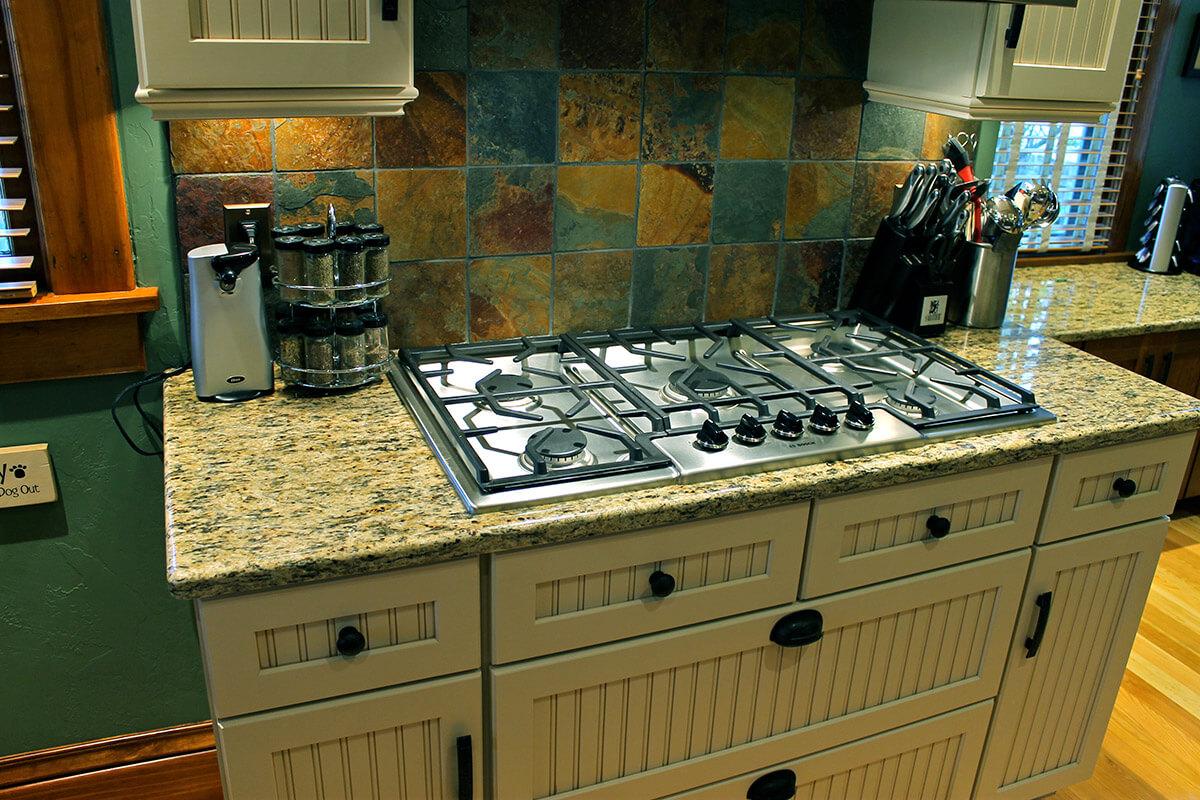 Victorian Kitchen - Artisan Remodeling, LLC